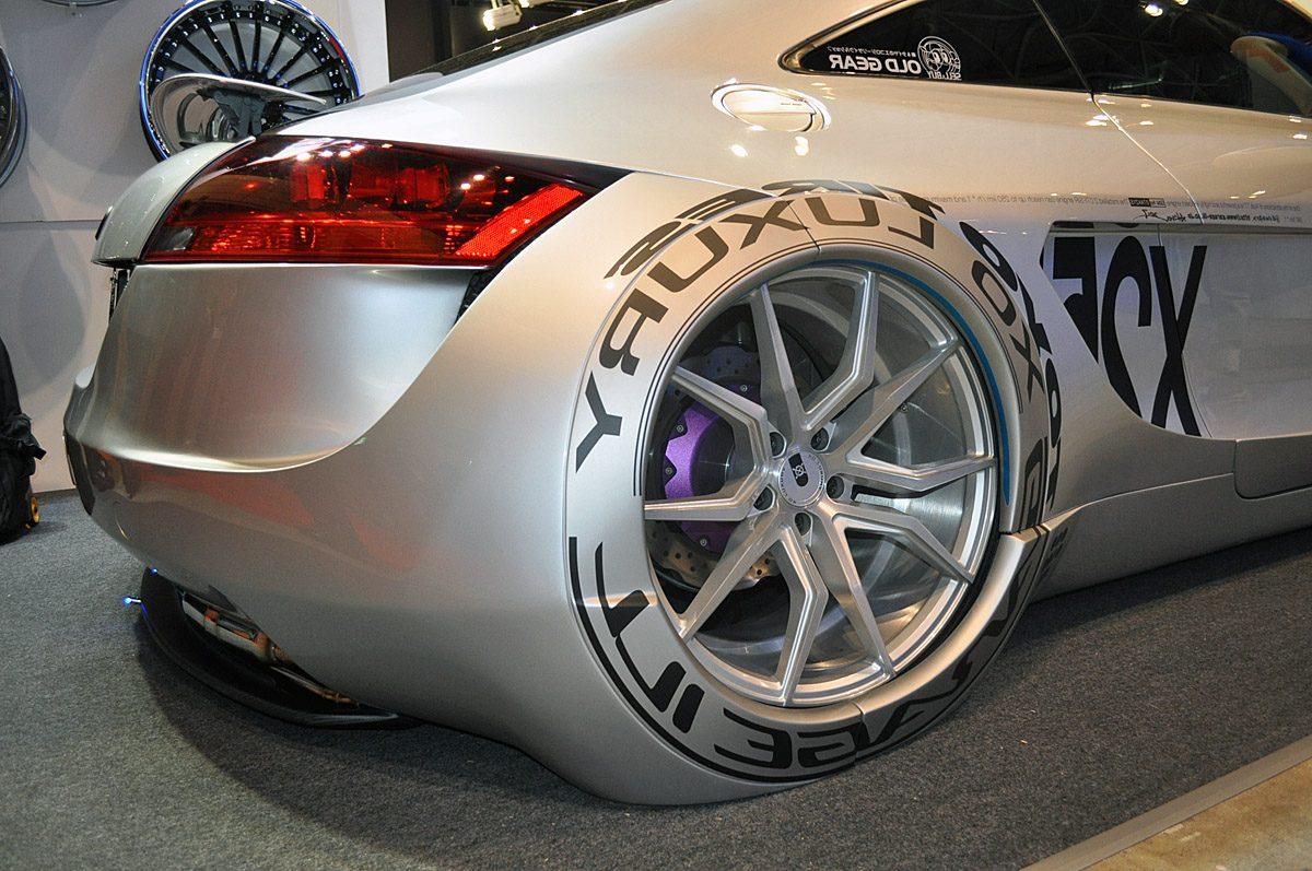 これは不思議!タイヤを完全カバーしても自走可能【東京オートサロン2017】