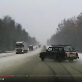 【画像】ドライブレコーダーは見た!日産GT-Rなどヤバ事故映像3連発!【動画】