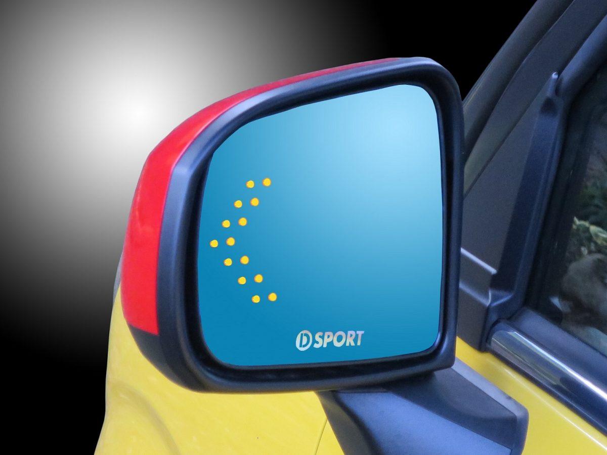 ダイハツ車用「流れるウインカー内蔵ミラー」は雨天時も良好な視界を確保