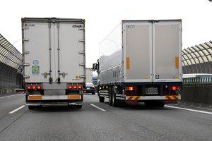 【知ってる?】大型トラックが追い越し車線をチンタラ走る理由とは
