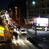 【画像】【知ってまっか?】信号待ちで「ライト消灯」はルール違反
