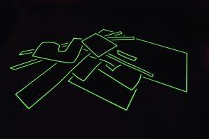 夜間に縁取りラインが光るオシャレな『車種別ラバーマット』