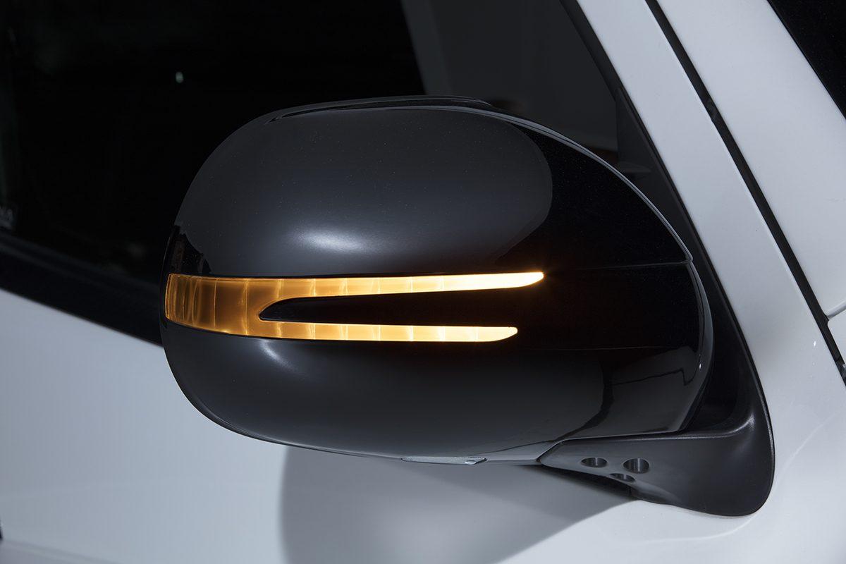 ハイエース用「流れるLEDウインカー付き」ドアミラーカバー