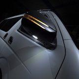 【画像】ハイエース用「流れるLEDウインカー付き」ドアミラーカバー