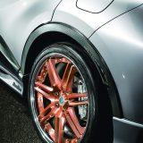【画像】C-HRの樹脂部をカーボン調に飾ってアップグレード!純正+αな「マッキナ」の提案