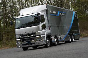 7.7リッターのダウンサイジングエンジンとは?三菱ふそう大型トラック『スーパーグレート』速攻試乗記