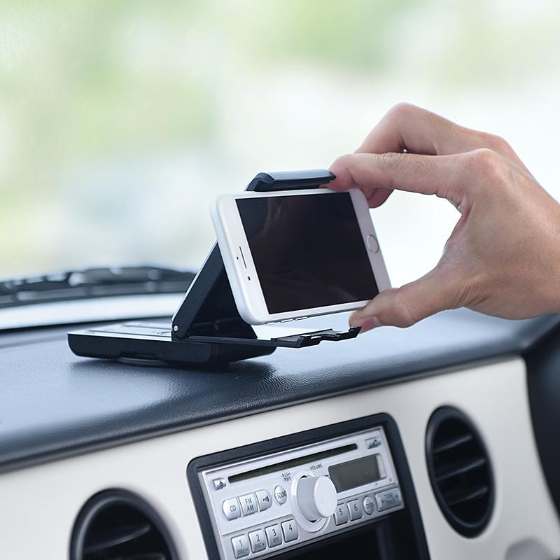 折りたたみ式でスマート設置できる「スマホ車載ホルダー」