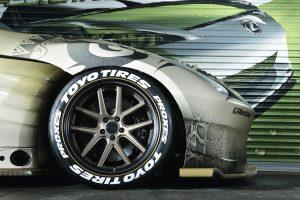 愛車のタイヤが「レーシングカー」の雰囲気にできる旬メニュー