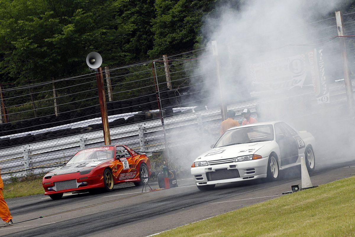 ゼロヨン&サーキット走行イベントにスポーツカー100台が集結!