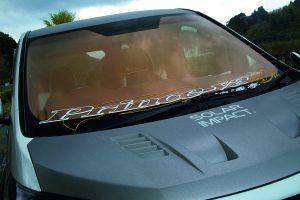 日焼け&車内温度上昇を抑制する車検対応「カラードフロントガラス」