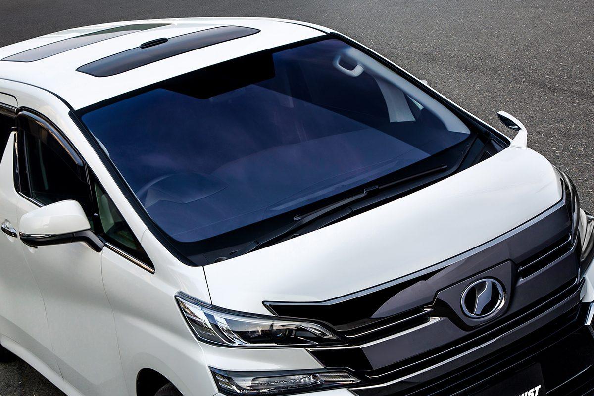 ブルーなのに車検対応!高い遮熱効果を発揮するフロントガラス