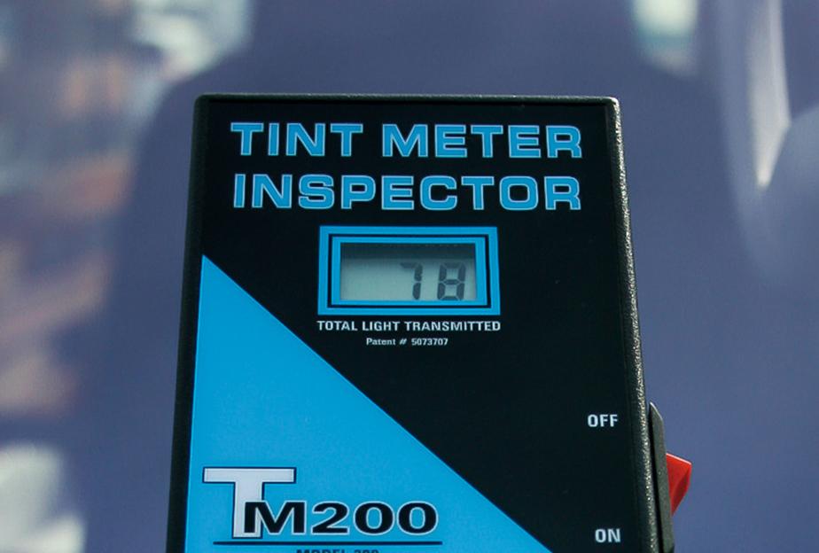 保安基準で求められる可視透過率は70%だが、実測するとコートテクトは78%と余裕。UVは99.9%、赤外線も90%カットできる