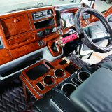 取り付け簡単&豪華絢爛! チープな小型トラックの内装が美しく蘇る7アイテム