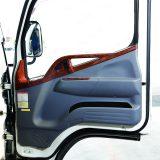 【画像】取り付け簡単&豪華絢爛! チープな小型トラックの内装が美しく蘇る7アイテム