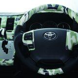 【画像】アパレル定番の「アーミールック柄」を車内に取り入れる新発想!