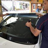 【画像】「+5500円」でできるボディ剛性アップ!ガラス用接着剤「ハマタイト」施工をメニュー化