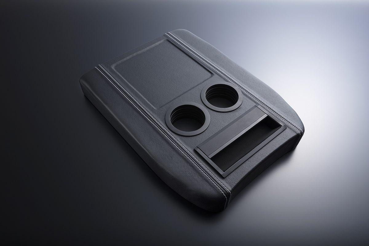 【ハイエース・便利シリーズ】センターコンソールボックスの蓋とアームレストが一体に!!