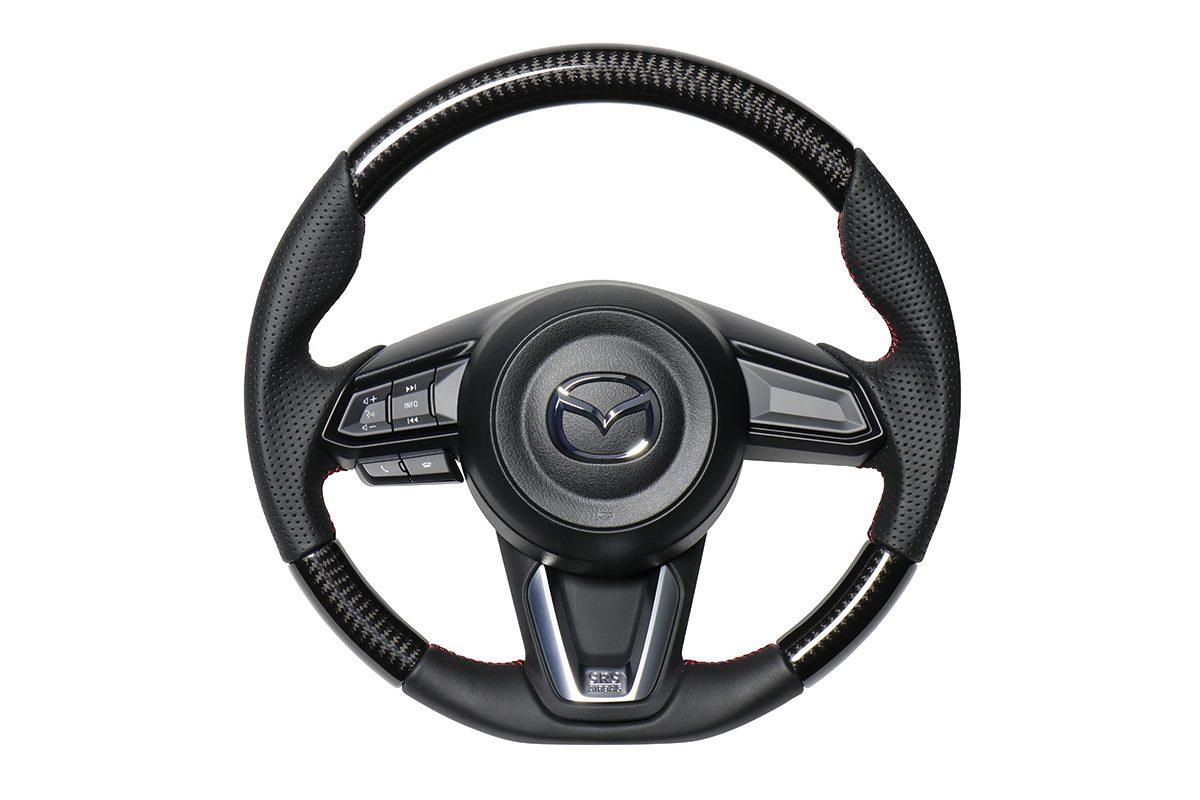マツダの人気4車種へ「魅せる高品質ステアリング」を投入!