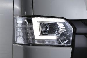 カプラーオンで装着できる「ハイエース4型用」プロジェクターヘッドライト
