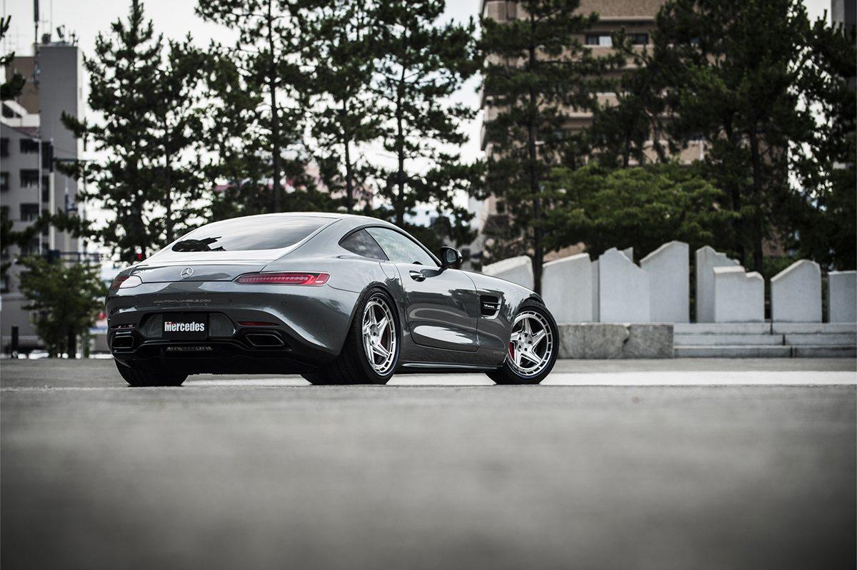 超極太リムを大胆に飲み込む、「AMG GT」への上級者的メイク