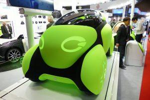 """【東京モーターショー】もはやクルマじゃない? 全身エアバッグで車体ごと守る""""もこもこ""""モビリティ"""