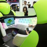 """【画像】【東京モーターショー】もはやクルマじゃない? 全身エアバッグで車体ごと守る""""もこもこ""""モビリティ"""