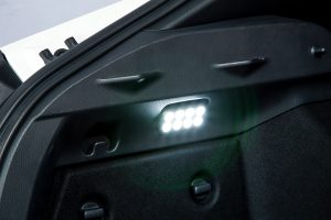 【DIY】ユニット交換で取り付けラクラクな「スイッチ付きラゲッジライト」