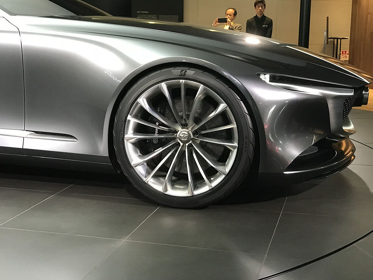 MAZDA VISION COUPE、15本スポーク