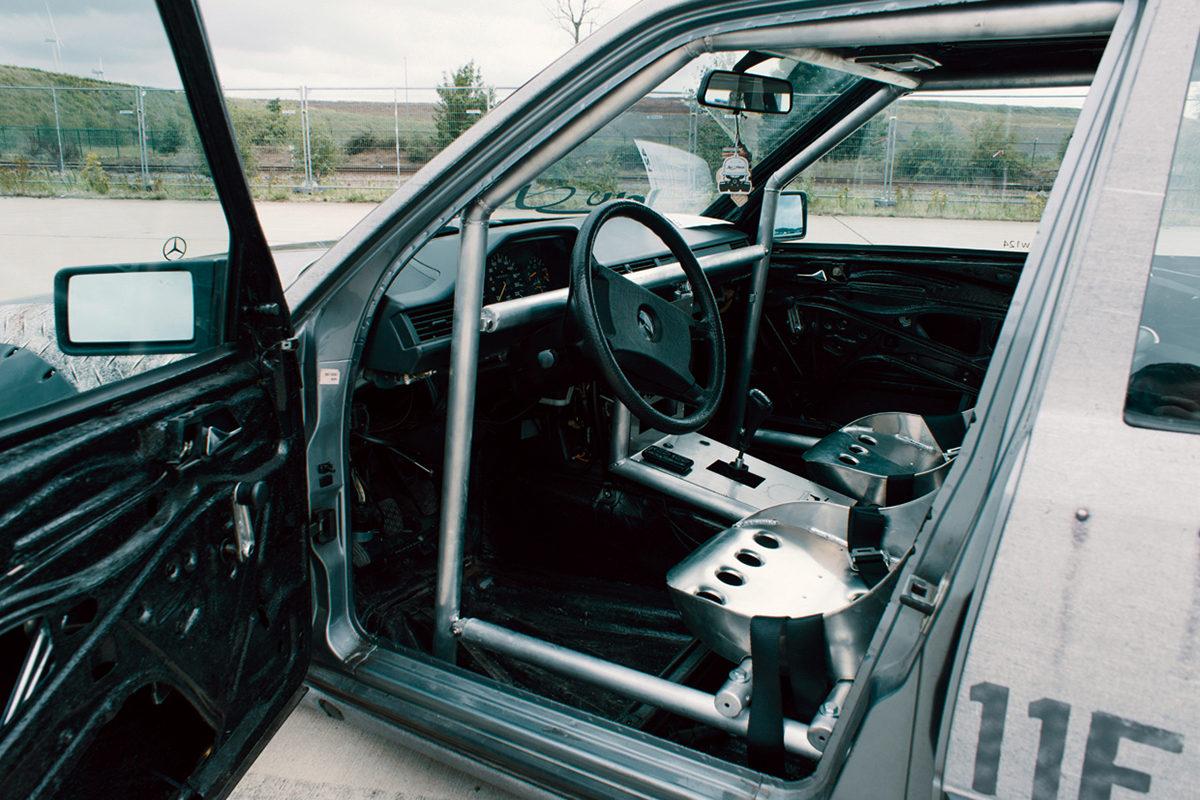 ベンツ Eクラス W124 カスタム オーバーフェンダー