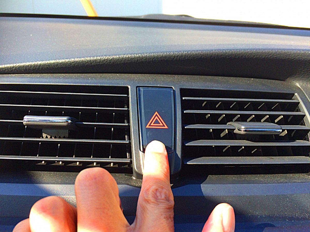 煽り運転 対策 煽られる 車 原因