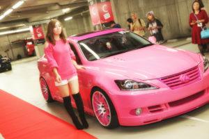 スポーツカー好き女子40名が「アキバ」をジャック!【東京ガールズカーコレクション】