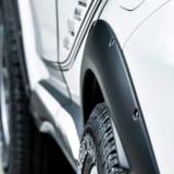 【画像】C-HRは上げ or 下げ? SUVメイクの新生が異なる2スタイルを提案