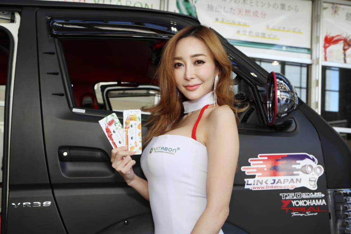 新年1発目の自動車系イベント「東京オートサロン2018」が1月12日〜14日、千葉県・幕張メッセで開催。 でもって、はやり気になるのが各ブースに花を添えるキャンギャルたち。気になる女の子たちをダイジェストで紹介しよう。