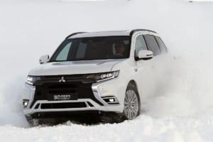 ジュネーブショー発表前の「新型アウトランダー」を雪上で試す!