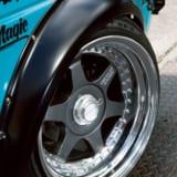 【画像】旧車や現代版ネオクラの足元に、「シェブロンレーシング」のファーストモデルが復刻