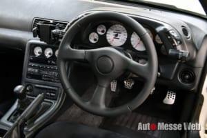 R32型スカイラインGT-Rへ、純正テイストのままスポーティに楽しめるステアリング