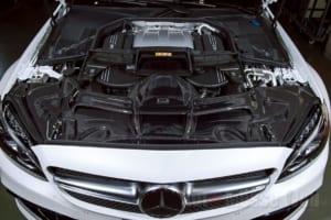 機能とデザインが融合したAMG C63のカーボンインテークシステム
