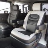 「ハイエース・注目インテリアメイク第2弾」商用イメージなベンチシートを高級ミニバンクラスへ
