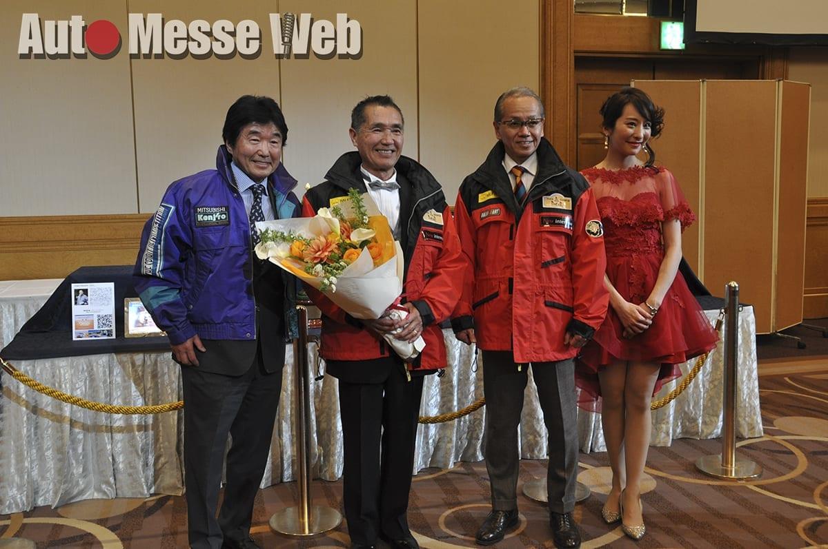 メンズレザーブランドとレーシングドライバーのコラボチームが今年の活躍を誓う