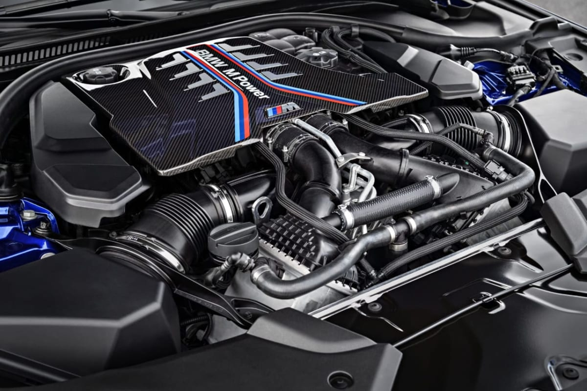 NEW BMW M5、純正、タイヤ、銘柄、ADVAN、V105
