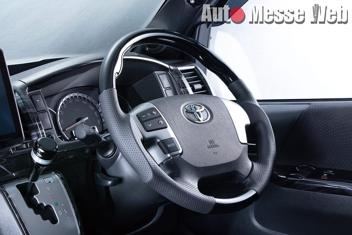 走るのが楽しくなる「ステアリング&遮光性アップアイテム」で車内は快適に♪
