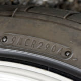 【画像】「裏側に大きな亀裂!?」表面だけでは発見できないタイヤの劣化状況