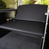 【画像】ベッドキットで快適性アップ!! 新車価格で買えるハイエースのコンプリートカー
