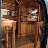 【画像】車内にバーカウンター!? DIYで実践した驚愕のインテリア空間がスゴイ!