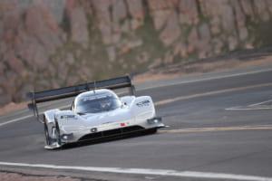 VWが電気自動車でパイクスピークヒルクライムレースの最速タイム更新!