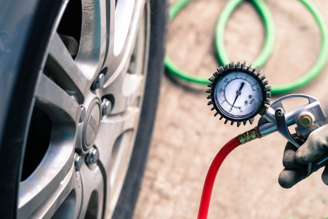 タイヤの空気圧は高すぎても低すぎてもダメ! インチアップ時の正しい空気圧とは?