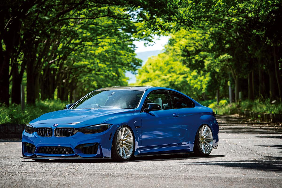 BMW M4へ「毒グモ」をイメージにフルラッピング製作
