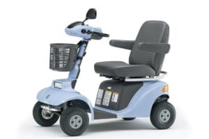 歩行者扱いって知ってた? ハンドル形電動車いす=シニアカー、周りも注意してあげたい走ると危ない場所