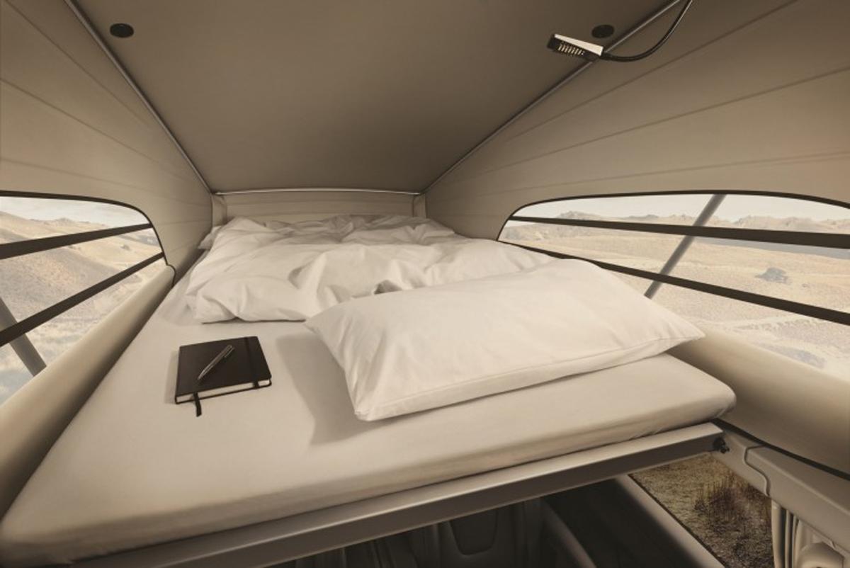 ポップアップルーフ内のベッド