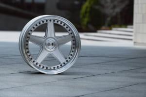 国産カスタム系ホイール「スーパースター」が輸入車市場で大躍進する理由